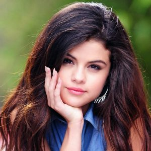 selena gomez with cell phone full hd wallpaper